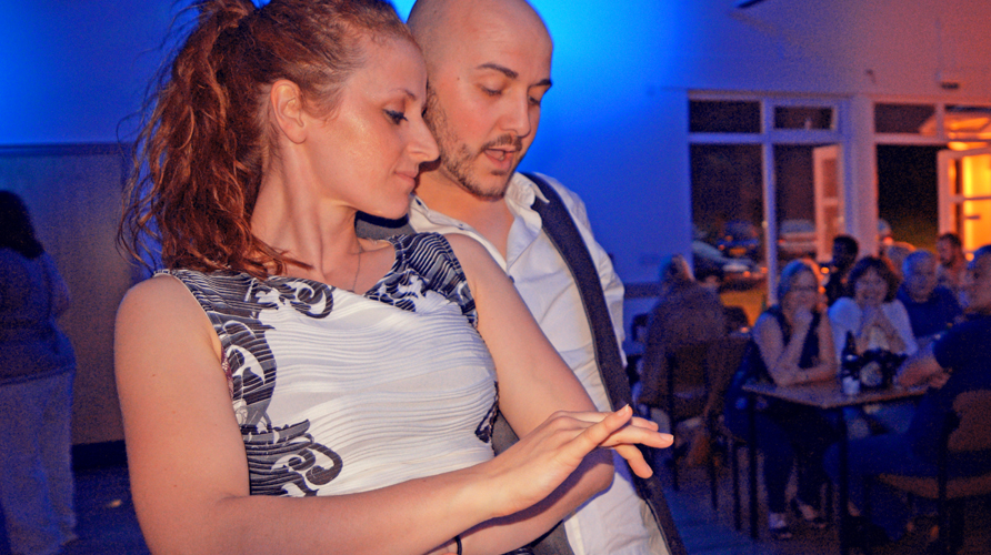 how to dance dominican bachata